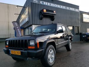 Jeep cherokee  1999 zwart lpg  (Verkocht)